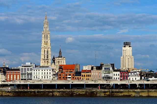 Вид с воды на Антверпен