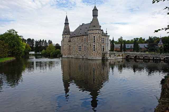 Замок Jehay, вид с воды