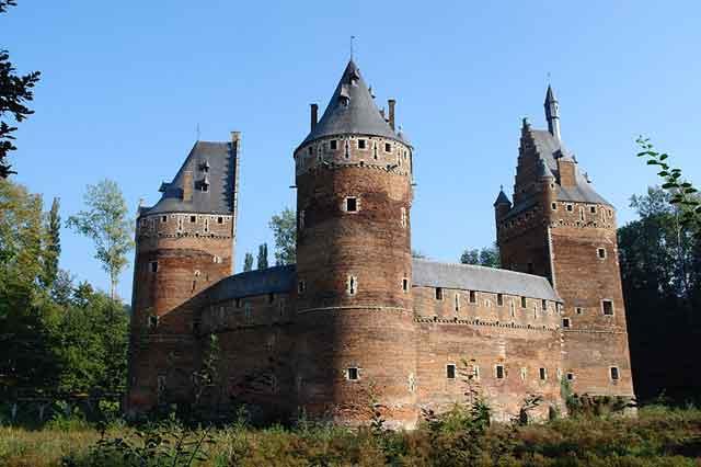 Замок Beersel во Фландрии. XIV век