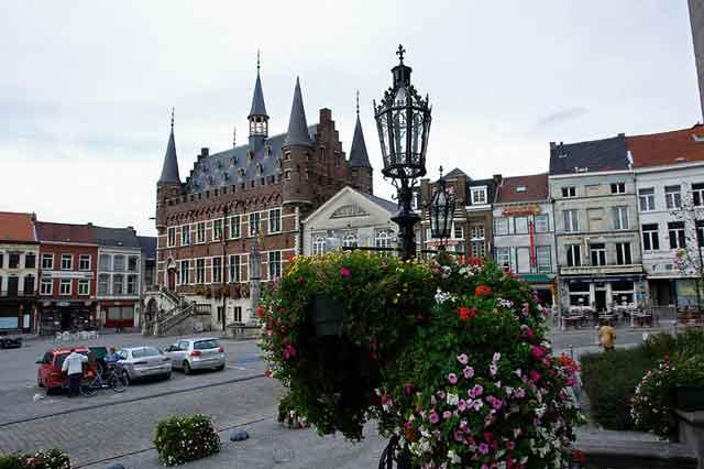 Geraardsbergen. Центральная площадь с ратушей