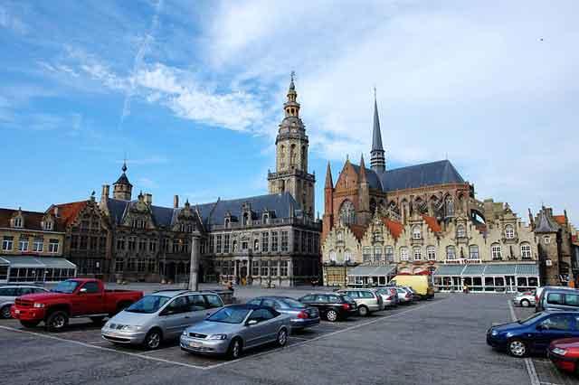 Центральная площадь Veurne