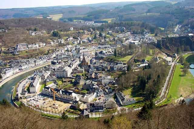 Вид на замок и город Bouillon