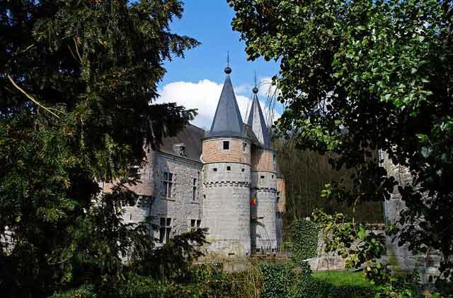 Замок Spontin XIV-XV века