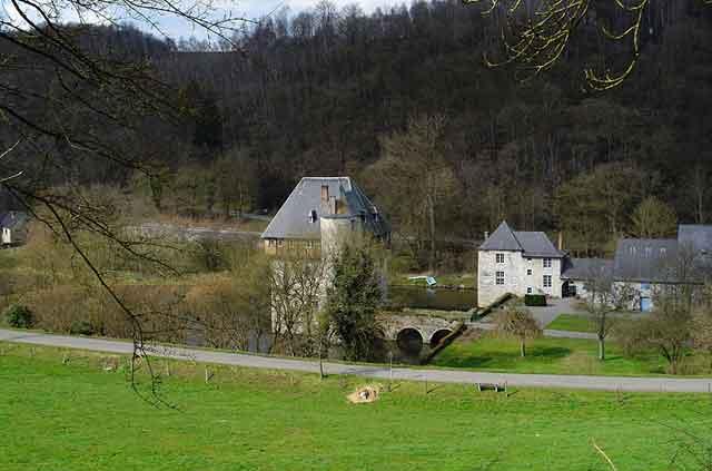 Панорамный вид на замок Crupet