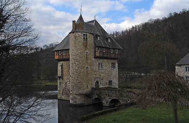 Замок Crupet XIII века