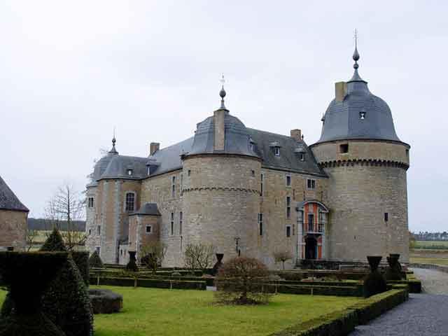 Замок Lavaux-Sainte-Anne в Валлонии - XV век