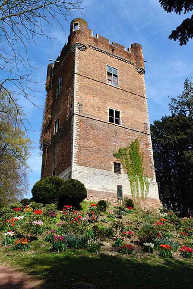 Отдельно стоящая башня замка Groot Bijgaarden