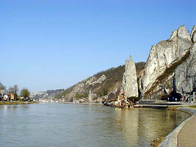 Скалы над рекой Маас в Dinant